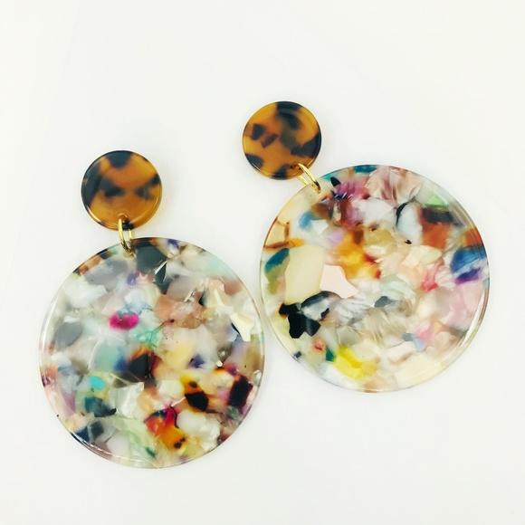 CLOSET REHAB Jewelry - Circle Drop Earrings in Light Multicolor w/ Torti